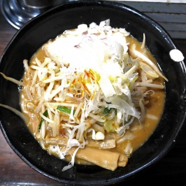 野菜大盛り無料!にんにく増し無料!! ドカッとドロっとガッツリ濃厚味噌ラーメン『麺処 花田』
