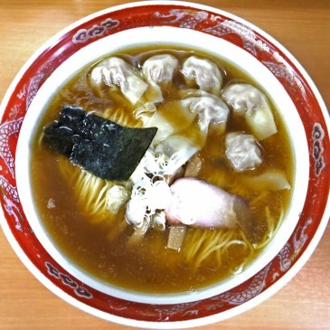 目黒の山手通り沿いの名店!和風ダシの効いた上品なスープに噛むほどにジューシーなワンタン『支那ソバ かづ屋』
