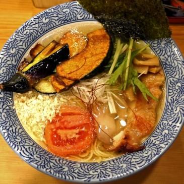 野菜大歓迎!イタリアン出身のシェフが作る一手間加わった旬の野菜と共に頂く一杯『鶏そば そると』