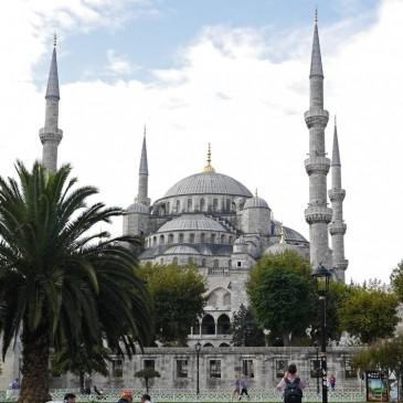 イスタンブールで一番素敵な空間!圧倒され動けなくなった『スルタンアフメト・ジャーミイ』