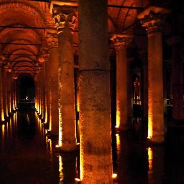 圧倒される幻想的な空間!336本大理石円柱で支えられた地下の貯水池『地下宮殿』