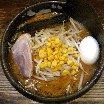 東京代表味噌ラーメン!赤味噌を使用した一杯は人気の行列店『らーめんダイニング ど・みそ』