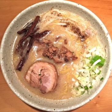 二代目つじ田のセカンドブランド。北海道直送の玉子縮れ麺を使用した味噌ラーメン『味噌の章』