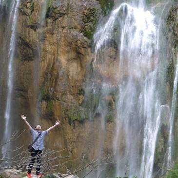 息をのむ美しさ!エメラルドグリーンの湖と滝が織り成す世界一の自然美『プリトヴィッツェ湖群国立公園』