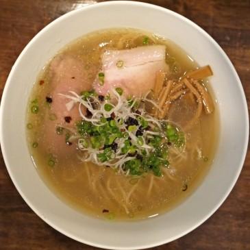 進化する一杯!20種類以上の食材を使用したスープに手間暇かけて仕上げられた塩ダレを用いた塩拉麺『創作麺工房 鳴龍』