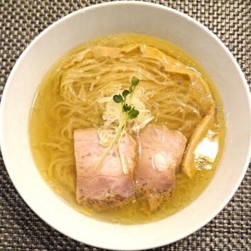 極上の塩!高級地鶏と水産の高級ブランド関アジを使用した一杯『らぁ麺 やまぐち 辣式』